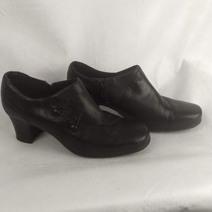 Clarks Womens Round Toe Side Zip Ankle Booties